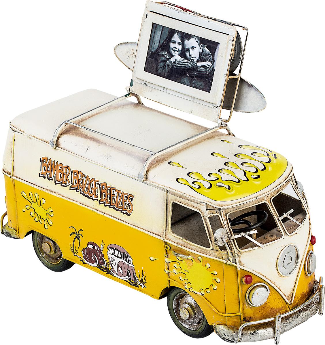 Модель Platinum Автобус, с фоторамкой. 1404E-43321404E-4332Модель Platinum Автобус, выполненная из металла, станет оригинальным украшением вашего интерьера. Вы можете поставить модель автобуса в любом месте, где она будет удачно смотреться. Изделие дополнено фоторамкой, куда вы можете вставить вашу любимую фотографию. Качество исполнения, точные детали и оригинальный дизайн выделяют эту модель среди ряда подобных. Модель займет достойное место в вашей коллекции, а также приятно удивит получателя в качестве стильного сувенира. Размер фотографии: 4 х 7 см.
