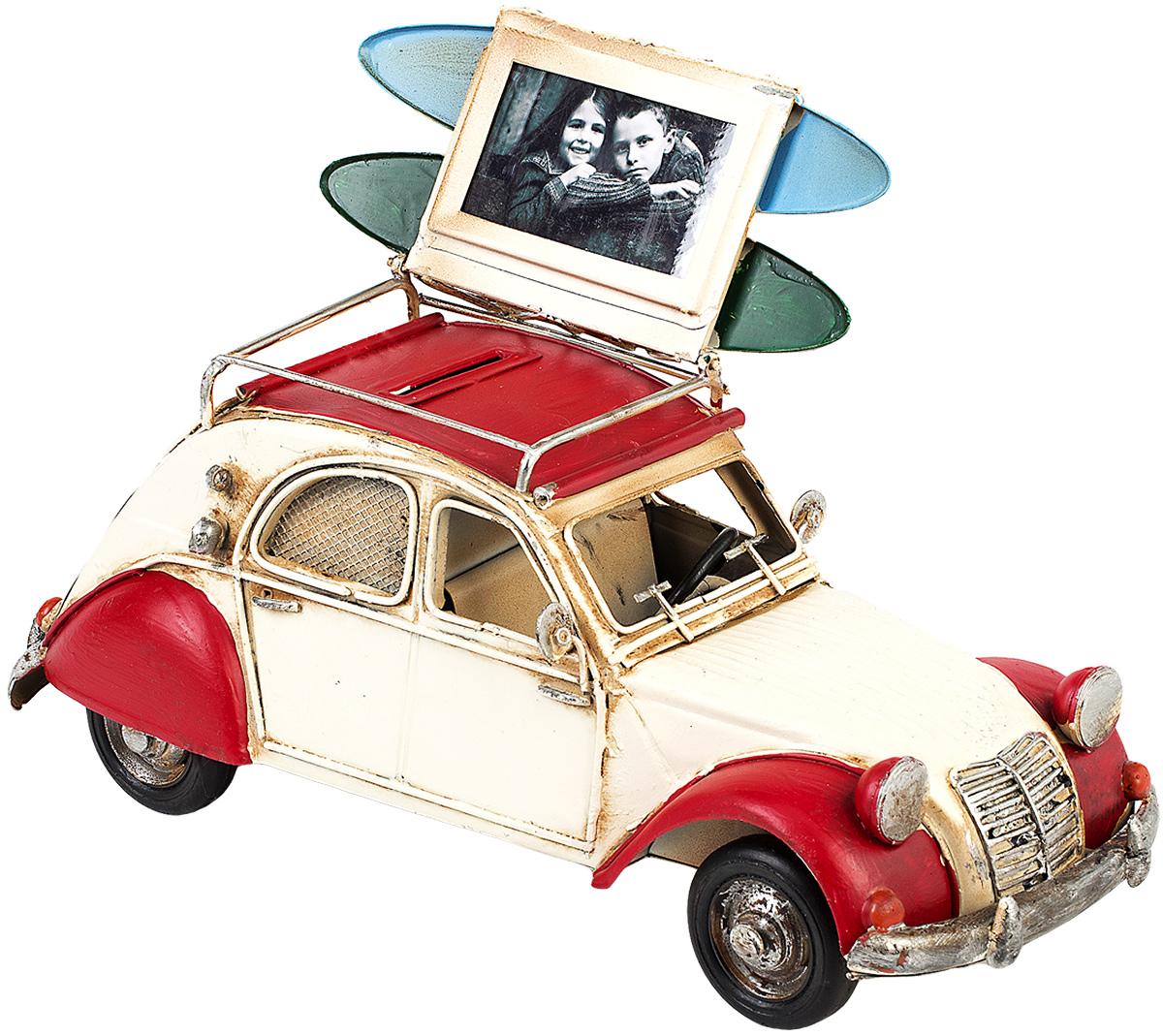 Модель Platinum Автомобиль, с фоторамкой и копилкой. 1404E-43391404E-4339Модель Platinum Автомобиль, выполненная из металла, станет оригинальным украшением интерьера. Вы можете поставить модель ретро- автомобиля в любом месте, где она будет удачно смотреться. Изделие дополнено копилкой и фоторамкой, куда вы можете вставить вашу любимую фотографию. Качество исполнения, точные детали и оригинальный дизайн выделяют эту модель среди ряда подобных. Модель займет достойное место в вашей коллекции, а также приятно удивит получателя в качестве стильного сувенира.