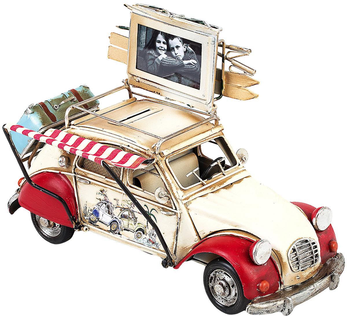 Модель Platinum Автомобиль, с фоторамкой и копилкой. 1404E-43401404E-4340Модель Platinum Автомобиль, выполненная из металла, станет оригинальным украшением интерьера. Вы можете поставить модель ретро- автомобиля в любом месте, где она будет удачно смотреться. Изделие дополнено копилкой и фоторамкой, куда вы можете вставить вашу любимую фотографию. Качество исполнения, точные детали и оригинальный дизайн выделяют эту модель среди ряда подобных. Модель займет достойное место в вашей коллекции, а также приятно удивит получателя в качестве стильного сувенира.