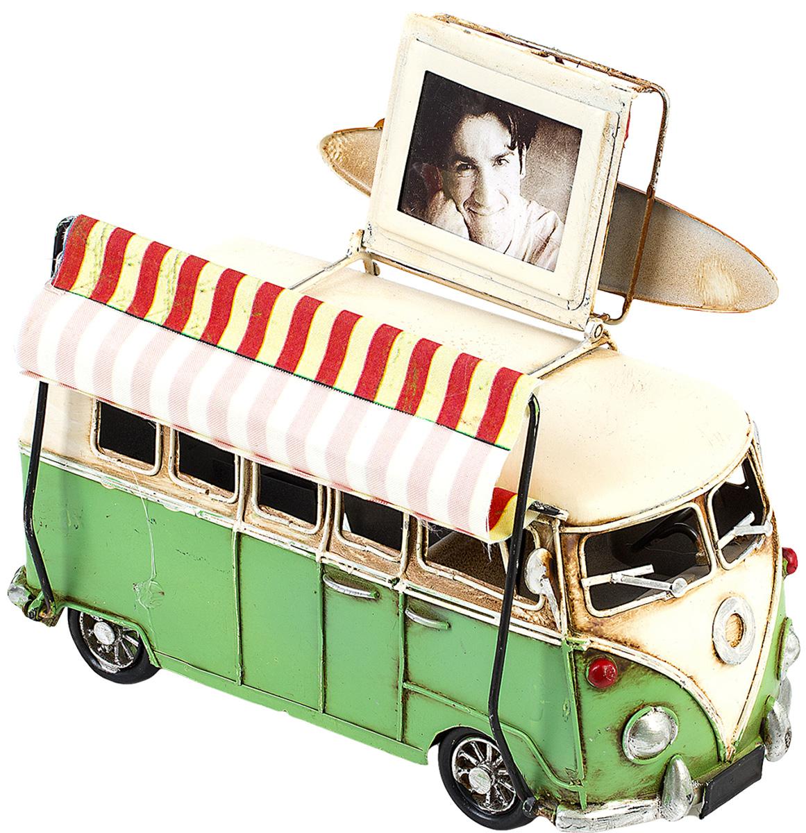Модель Platinum Автобус, с фоторамкой. 1404E-43481404E-4348Модель Platinum Автобус, выполненная из металла, станет оригинальным украшением вашего интерьера. Вы можете поставить модель автобуса в любом месте, где она будет удачно смотреться. Изделие дополнено фоторамкой, куда вы можете вставить вашу любимую фотографию. Качество исполнения, точные детали и оригинальный дизайн выделяют эту модель среди ряда подобных. Модель займет достойное место в вашей коллекции, а также приятно удивит получателя в качестве стильного сувенира. Размер фотографии: 4 х 5 см.