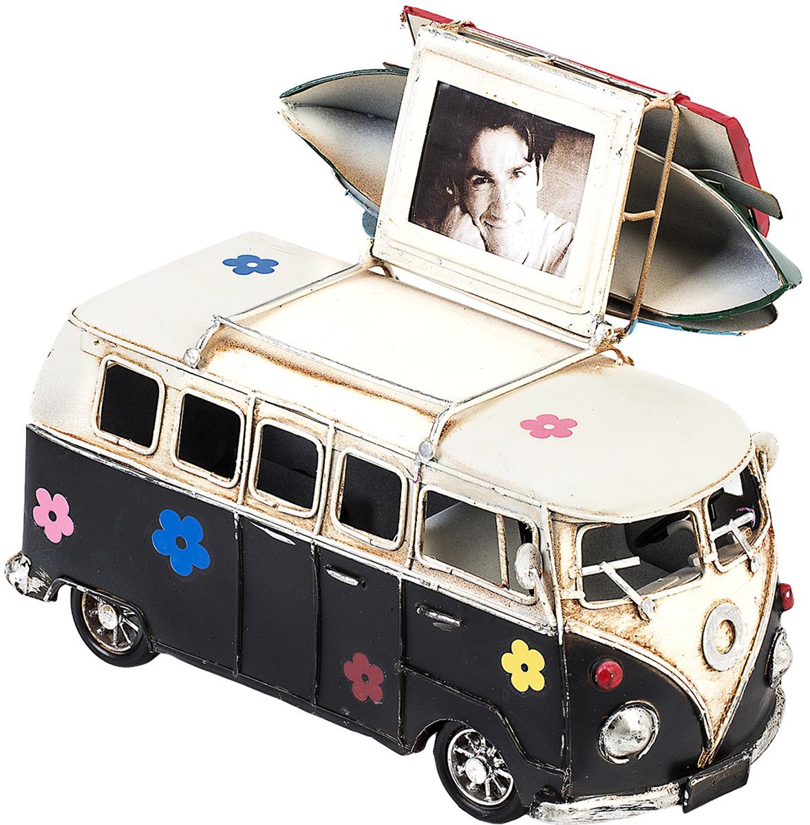 Модель Platinum Автобус, с фоторамкой и копилкой. 1404E-43491404E-4349Модель Platinum Автобус, выполненная из металла, станет оригинальным украшением вашего интерьера. Вы можете поставить модель автобуса в любом месте, где она будет удачно смотреться. Изделие дополнено фоторамкой и копилкой. Качество исполнения, точные детали и оригинальный дизайн выделяют эту модель среди ряда подобных. Модель займет достойное место в вашей коллекции, а также приятно удивит получателя в качестве стильного сувенира.