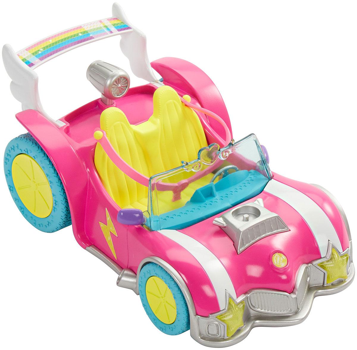 Barbie АвтомобильDTW18Этот игровой набор посвящен новому мультфильму Barbie и виртуальный мир . Маленькая кукла Barbie одета в трико с сердечком и готова к приключениям. Украсьте родстер куклы молниями, сердечками и звездочками. Играйте с двухмерными персонажами-вырезками и найдите трофей. Он дает право открыть уникальные дополнения для видеоигры, если использовать его в приложении Barbie Life. Соберите всех кукол линейки Barbie и виртуальный мир и создайте свою собственную игру.
