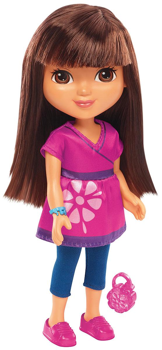 Dora And Friends Кукла ДашаBHT40_BLW44Любое приключение веселее, когда вы вместе с друзьями! А Даша и ее друзья не могут обойтись без вас! Знакомьтесь с ними, исследуйте их город и присоединяйтесь к приключениям этой веселой компании! Кукла Dora and Friends Кейт одета в наряд, вдохновленный мультсериалом Даша и ее друзья: приключения в городе. У куклы мягкие волосы, гибкие руки и ноги. Присоединяйтесь к новым приключениям Даши и ее друзей!