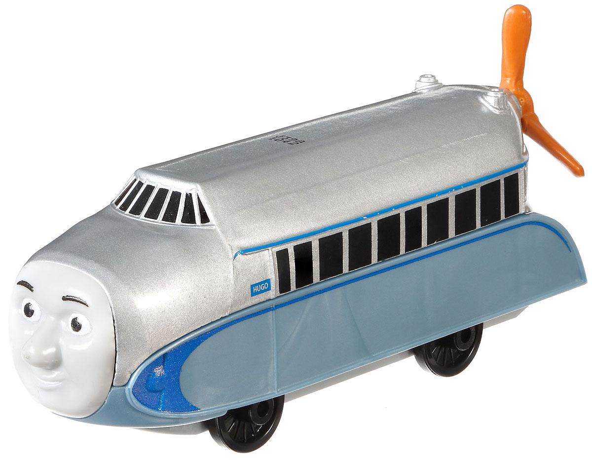 Thomas & Friends Паровозик ХьюгоDWM30_DXR58Коллекция надежных литых поездов Томас и его друзья с пластиковыми креплениями, чтобы соединять с другими поездами или тендерами из серии Приключения Томаса и его друзей. Идеально для использования с поездами, трассами и наборами Приключения Томаса и его друзей (продаются отдельно, наличие не гарантировано). Помогает развивать крупную моторику и восприятие, развивает воображение.