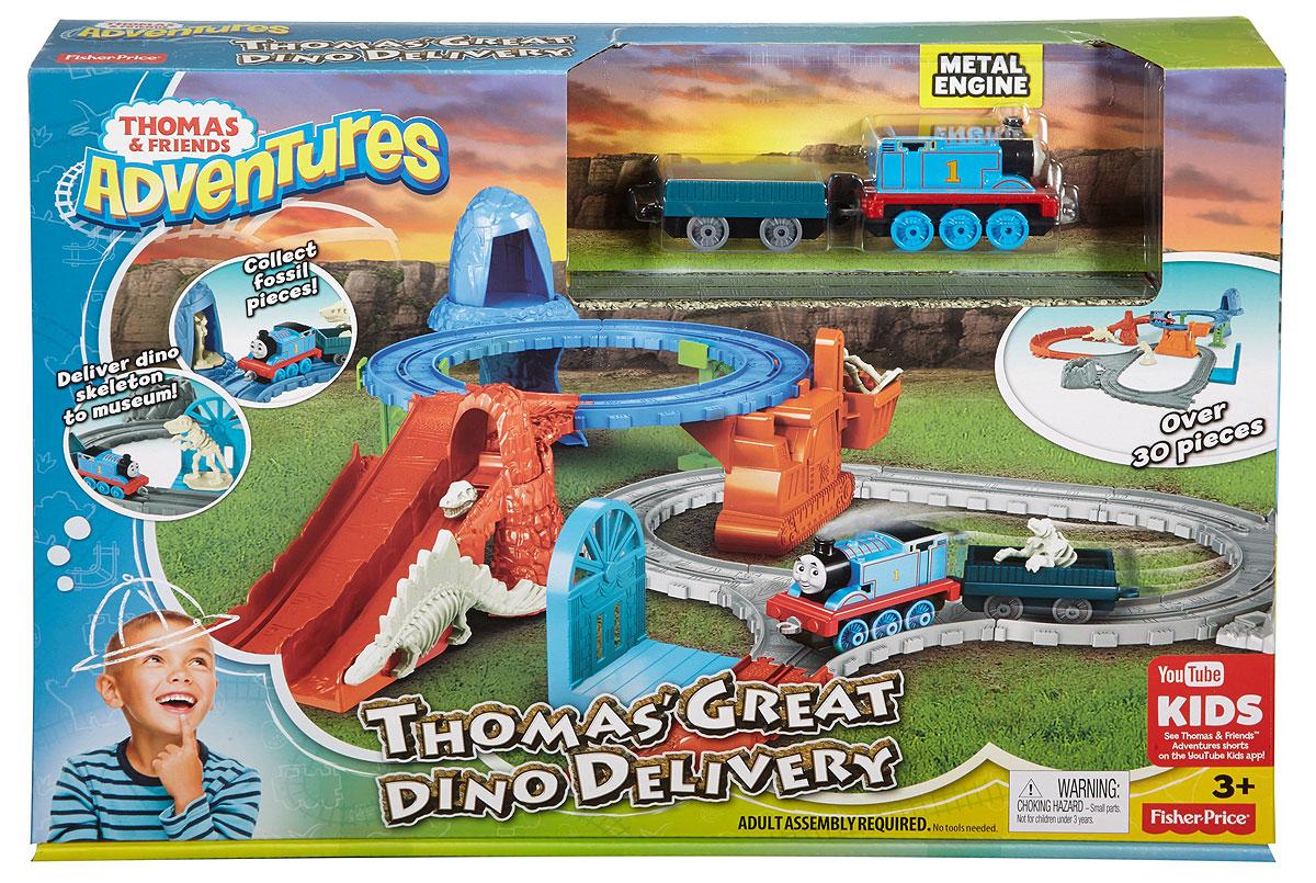 Thomas & Friends Железная дорога Раскопки динозавровFBC62В наборе Раскопки динозавров Томасу нужно найти все ископаемые части скелета динозавра и доставить их в музей. Томас начинает поиски в районе верхнего кольца и находит кости древних ящеров в пещере. Сложи их в ковш крана и спусти вниз. Когда Томас едет к другой стороне кольца, происходит обвал и обнаруживается череп динозавра! Положи череп в грузовой вагон.Последние окаменелости находятся в кратере внизу. Томас отвозит кости в музей, где из них собирают скелет динозавра! В наборе 34 элемента: Томас, грузовой вагон, ископаемые останки динозавров, соединяющиеся друг с другом, три локации, 2,5 кольца и два уровня игры.