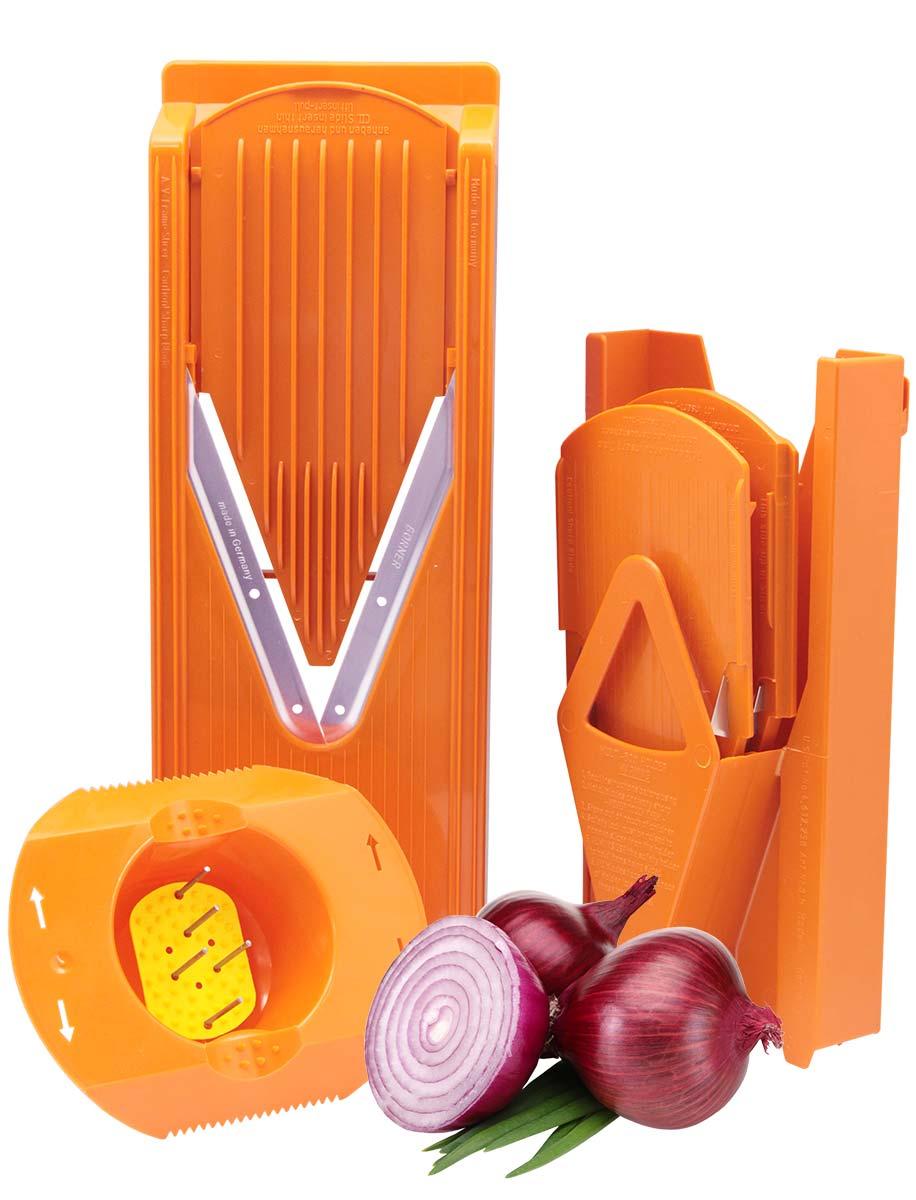 Овощерезка комплект Borner Trend Плюс, цвет: оранжевый3810266Овощерезка модели Тренд-Плюс имеет 6 предметов в наборе и 12 видов нарезки. Главным отличием овощерезок Бёрнер от других тёрок являются запатентованные очень острые нержавеющие ножи-микросеррейторы. В итоге заводская гарантия на заточку ножей – это безупречная нарезка трёх тонн овощей. Проверено миллионами покупателей – десять лет ножи не требуют заточки! Овощерезки легко моются, продукты, к ним не прилипают. Достаточно просто сполоснуть овощерезку под струёй тёплой воды. Абсолютная экологичность пластика позволяет безопасно готовить на Тёрках Бёрнера даже для самых маленьких детей. Овощерезка Тренд-Плюс это улучшенная модификация базового комплекта Классика. Основное отличие Тренда от Классики связано с прочностью и долговечностью материала. Кроме того, Тренд имеет несколько конструктивных изменений, усиливающих раму. В результате это неубиваемый комплект, и соотношение цена/качество в пользу покупателя. Комплект овощерезки состоит из 6-ти предметов: - Рамы V...