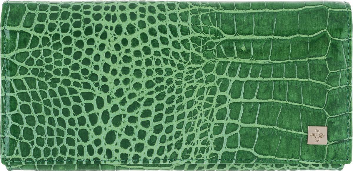 Портмоне женское Dimanche Казино, цвет: зеленый. 982982Стильное женское портмоне Казино выполнено из высококачественной натуральной кожи с тиснением под крокодила. Портмоне закрывается широким клапаном на кнопку. Внутри - три отделения для купюр, отделение для мелочи на молнии, пять наборных кармашков для кредиток, карман с окошком из прозрачного пластика и четыре дополнительных кармана для бумаг. На задней стенке расположен дополнительный накладной карман. Портмоне упаковано в фирменную картонную коробку. Характеристики: Материал: натуральная кожа, текстиль, металл. Размер портмоне: 18 см х 9 см х 3 см. Цвет: зеленый.