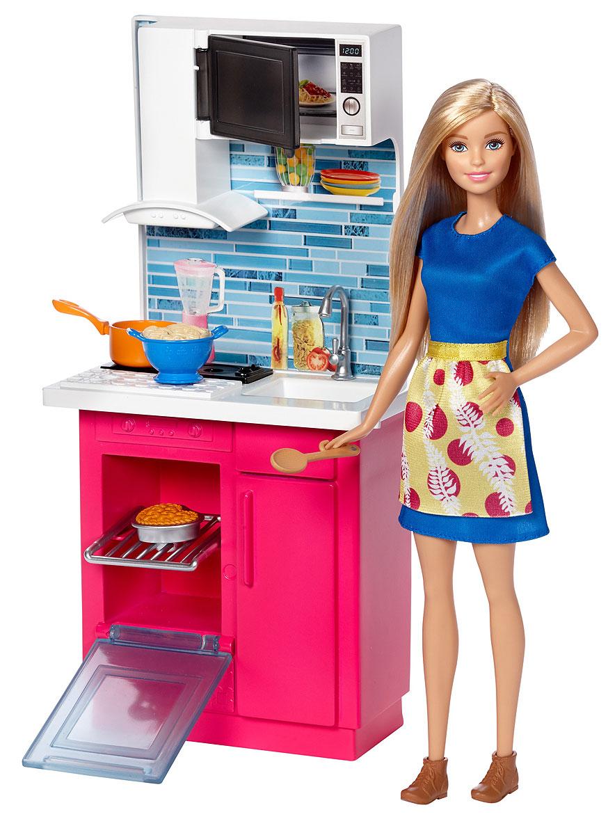 Barbie Кукла с набором мебели КухняDVX51_DVX54Проводи время дома весело с коллекцией наборов мебели и кукол Barbie. Выбери кабинет, ванную или кухню. В каждом наборе есть предметы мебели, аксессуары и уникальный наряд для куклы Barbie. Современный дизайн, модные цвета и эффектные детали придают мебели очарование. Многочисленные аксессуары подстегивают воображение. Кукла Barbie одета в модный и красивый наряд, соответствующей тематике комнаты. Собери всю превосходную мебель и аксессуары, чтобы создать полноценный интерьер для своей куклы Barbie. В комплекте — кукла Barbie в модном наряде с аксессуарами, комнатная мебель и тематические аксессуары.
