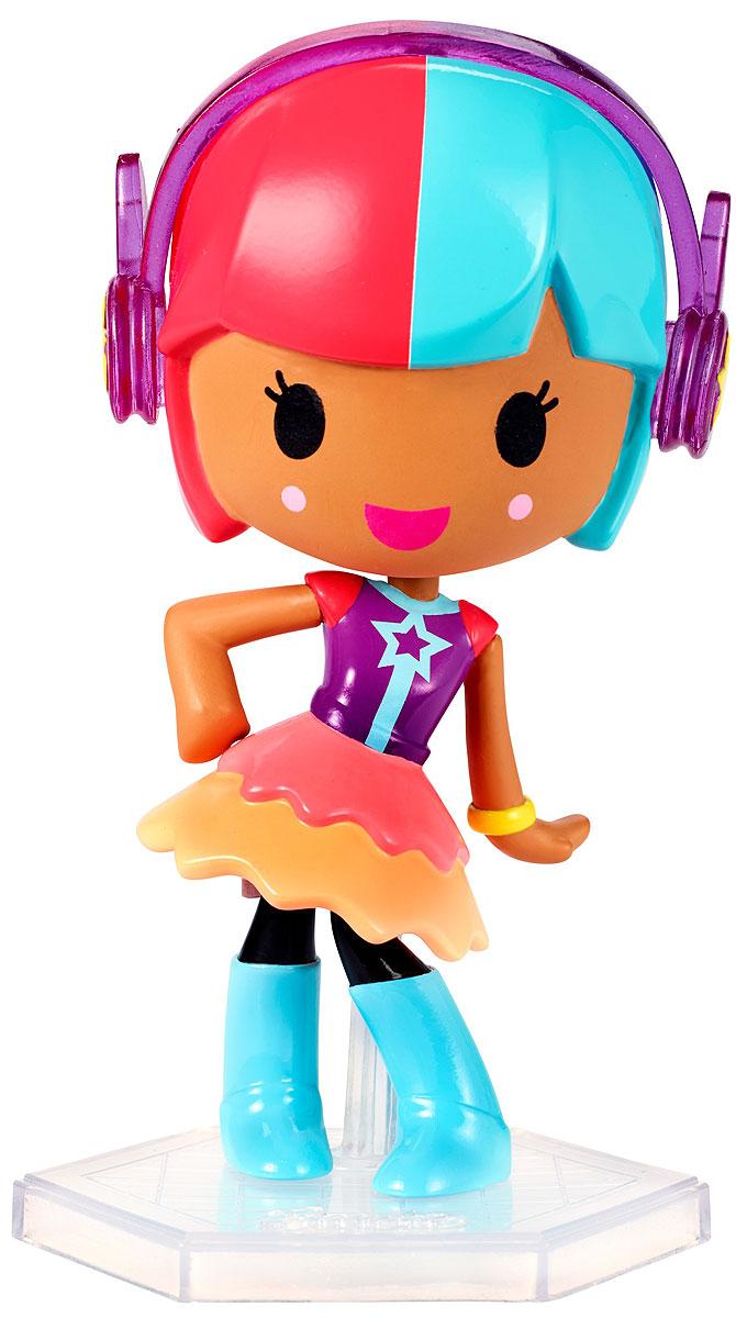 Barbie Мини-кукла Барби Виртуальный мир цвет одежды фиолетовый оранжевыйDTW13_DWW30Играйте по своим правилам вместе с куклой Barbie! Милая маленькая куколка из виртуального мира готова вступить в игру и победить! Этот персонаж будто пришел к нам из мира игр: яркий разноцветный наряд и небольшой размер делают ее похожим на ожившую картинку. Куколка в фиолетовом трико, пышной юбочке и высоких голубых сапожках. Индивидуальность этой малышке прибавляет великолепная прическа и розовые стильные наушники. В комплекте с куклой имеется специальная подставка. Вспомните любимую игру или придумайте свои собственные правила! Найдите свою любимицу или соберите их всех!