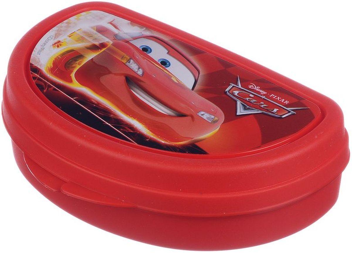 Бутербродница Idea Disney. Тачки, 14,5 х 10 х 4 смМ 1201-ДБутербродница Idea Disney. Тачки выполнена из высококачественного пищевого пластика, что очень удобно и безопасно для детей, так как пластик не бьется. Крышка оформлена изображением главного героя одноименного мультфильма. Крышка плотно закрывается, благодаря чему пища дольше остается свежей и вкусной. Такая бутербродница позволит перекусить любимым домашним бутербродом где угодно: в школе, в походе, поездке, на пикнике. Не занимает много места и легко помещается в любую сумку. Нельзя использовать в СВЧ и мыть в посудомоечной машине.