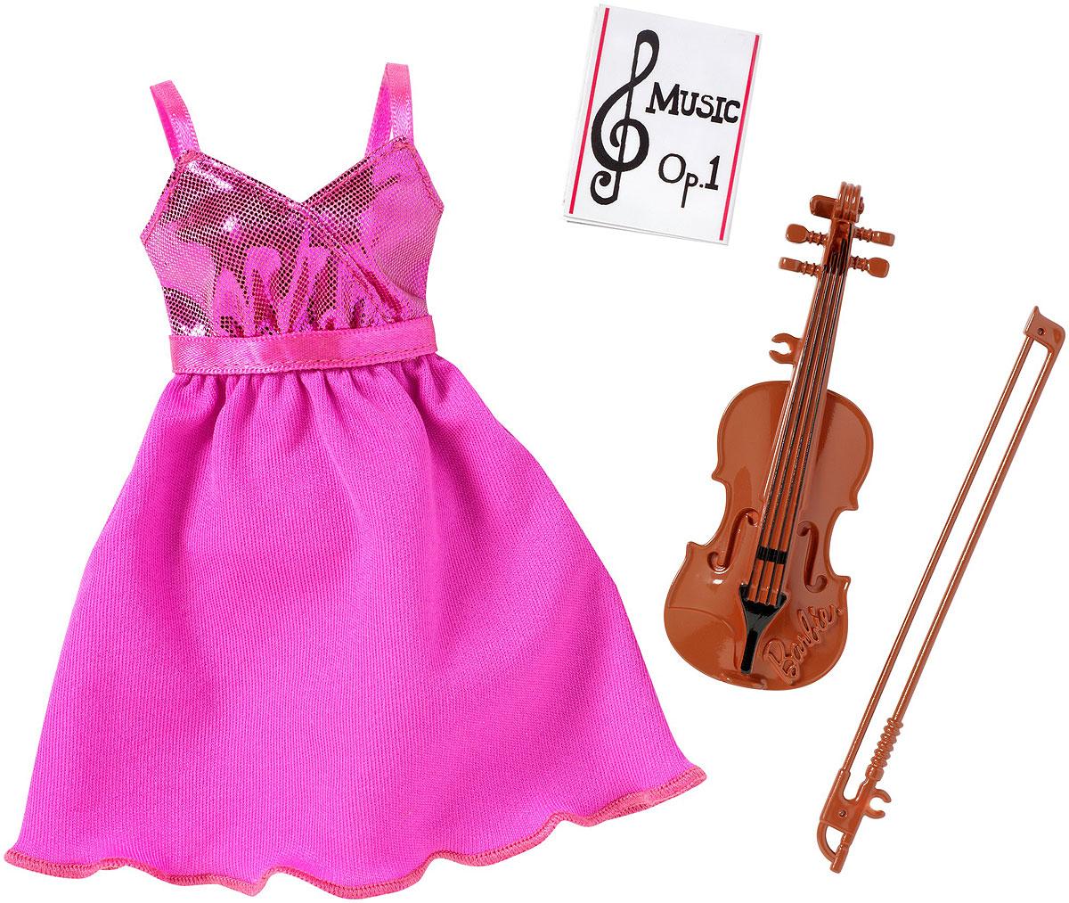 Barbie Одежда для куклы CHJ27_DNT94CHJ27_DNT94Найдите свой стиль и придумайте совершенно новую историю для своей куклы Barbie! В этом наборе один топ, одни брюки или юбка, пара обуви, а также модный аксессуар. Все вместе - идеальный образ! Самые модные силуэты, забавные принты и гламурные детали; целый гардероб новых возможностей. Одежда подходит для любых кукол Barbie с миниатюрным типом тела. Обувь без каблука подходит куклам с шарнирными лодыжками или плоскими ступнями. Найдите свой идеальный образ и расскажите его историю - ведь с куклами Barbie вы можете стать кем угодно! Соберите все доступные наборы и не ограничивайте свое воображение ни в чем!