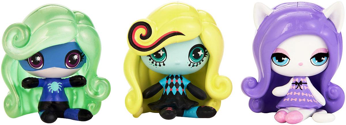 Monster High Набор фигурок 3 шт DVF46DVF41_DVF46Эти фигурки Monster High очень милые, ну просто до такой степени, что вам сразу захочется собрать их всех! Набор состоит из трех мини-фигурок, одну из которых вы больше не встретите ни в каком другом наборе. Ваша коллекция будет расти на глазах! У каждой маленькой фигурки свой фирменный стиль с монструозными деталями. Каждый наряд уникален, все прически убийственно прекрасны! В каждой упаковке из трех мини-фигурок смешиваются разные темы, и вы можете расширять свою коллекцию, как вам захочется. Ищите любимых персонажей, собирайте уникальные темы Monster High.