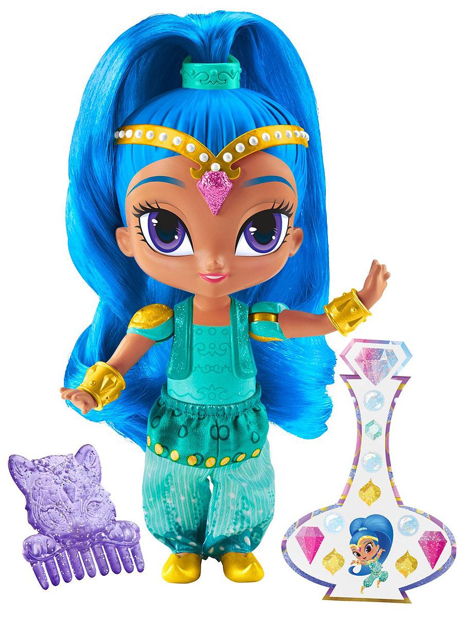 Shimmer & Shine Мини-кукла ШайнDLH55_DLH57Мини-кукла Shimmer & Shine Шайн - прекрасный подарок и отличное дополнение к другим куколкам Shimmer & Shine. Волшебная игра начнется, как только девочка возьмет чудо-игрушку в руки! Погрузитесь в чарующий мир приключений джинов с куколкой Шайн. Кукла выполнена из прочного и безопасного пластика. Она одета в бирюзовый наряд, обувь и золотые браслеты прекрасно дополняют образ куколки. В набор также входят наклейки и расческа.