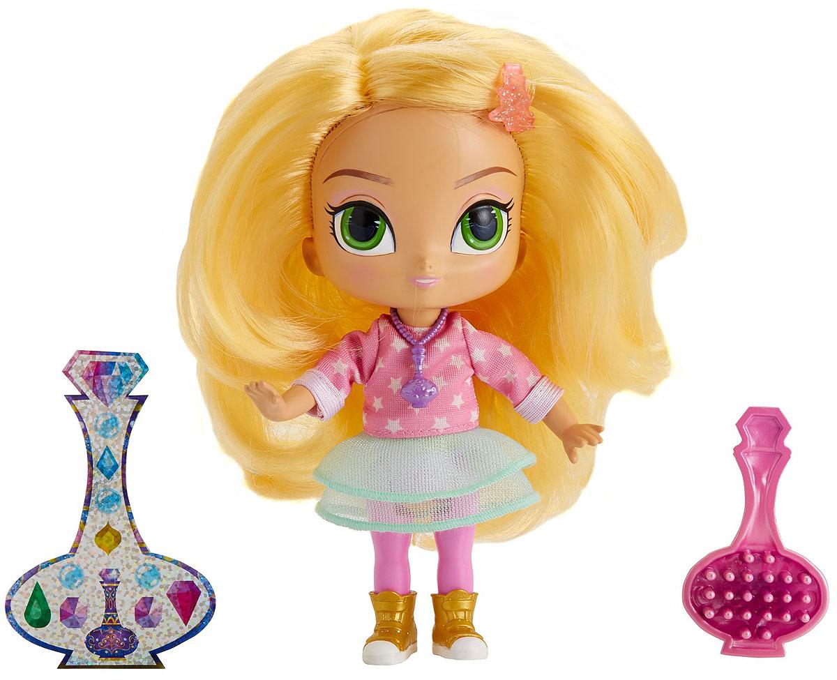 Shimmer & Shine Мини-кукла ЛеяDLH55_DPH32Лея - это красивая девочка с зелеными глазами и длинными светлыми волосами. Лея - добрая, честная и любопытная. А еще она дружит с двумя принцессами-джиннами по имени Шиммер и Шайн! Случайно найдя волшебный флакончик, девочка смогла вызвать сестер и подружиться с ними. Лея часто просит джиннов выполнить очередное желание, но обычно ни к чему хорошему это не приводит. Впрочем, Лея не сердится на Шиммер и Шайн. Она понимает, что те ошибаются не со зла. Зато исправлять последствия неправильно исполненных желаний необычайно весело! Особенно если рядом есть Зак, веселый мальчик-сосед. Мини-кукла Shimmer & Shine Лея выполнена из прочного и безопасного пластика. Она одета в очаровательный наряд и кеды. В набор также входят наклейки и расческа.
