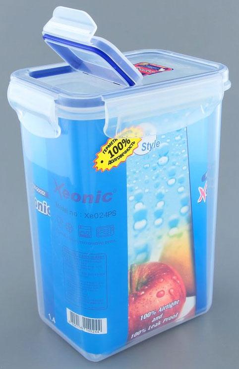 Контейнер Xeonic, цвет: прозрачный, синий, 1,4 л810043Прямоугольный контейнер Xeonic изготовлен из высококачественного полипропилена и предназначен для хранения любых пищевых продуктов. Крышка-дозатор с силиконовой вставкой герметично защелкивается специальным механизмом. Изделие устойчиво к воздействию масел и жиров, не впитывает запахи. Контейнер Xeonic удобен для ежедневного использования в быту. Можно мыть в посудомоечной машине и использовать в СВЧ. Размер контейнера (по верхнему краю): 13 см х 9 см. Высота контейнера (без учета крышки): 17,5 см.