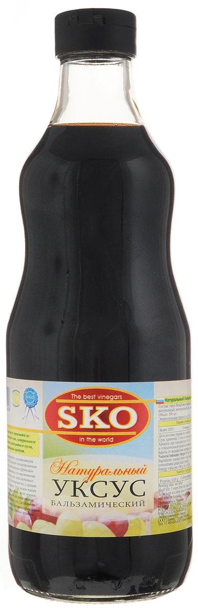 SKO уксус натуральный бальзамический, 0,5 л13002Бальзамический 6% уксус SKO произведен из натуральных испанских вин, натурального виноградного сока и виноградного сусла. 100% натуральный продукт. Не содержит искусственных красителей и ароматизаторов. Бальзамический уксус SKO обладает сбалансированным кисло-сладким вкусом, неповторимым фруктовым ароматом и может применяться для приготовления разнообразных блюд. Всего одна капля настоящего бальзамического уксуса подчеркнет вкус и аромат изысканных десертов и фруктов. Уксус можно также подавать с сыром, овощами, жареным мясом, печенью, рыбой, курицей и использовать при приготовлении маринадов, добавлять в соусы и супы. Способствует пищеварению, снижает уровень холестерина в крови, имеет мягкий вкус, улучшает общее состояние организма. Бальзамический уксус – это один из замечательнейших продуктов, который великие повара мира используют для придания вкуса и различных ароматов блюдам и для их оригинального и элегантного декорирования.