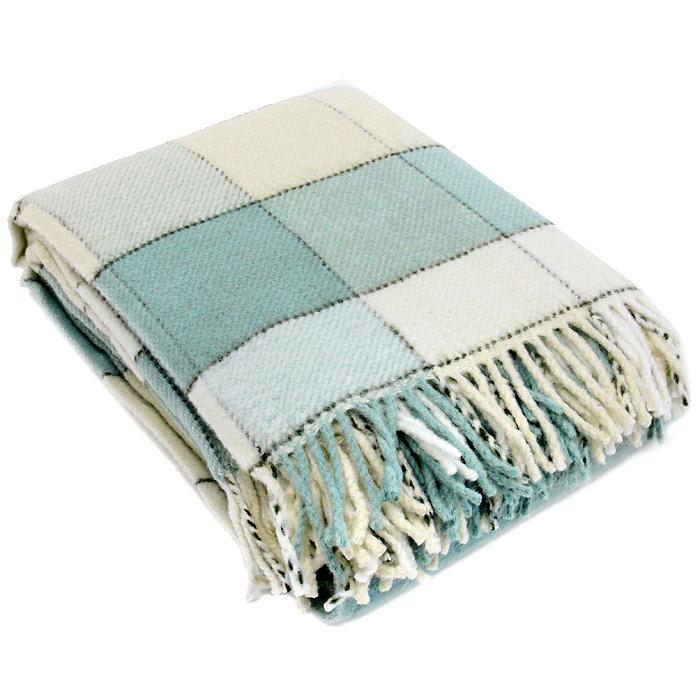 Плед шерстяной Летний туман, цвет: бежевый, зеленый, 170 х 200 смПА-170-2004Приятный плед Летний туман добавит комнате уюта и согреет в прохладные дни. Плед выполнен из натуральной шерсти альпаки. Удобный размер этого очаровательного пледа позволит использовать его и как одеяло, и как покрывало для кресла или софы. Такое теплое украшение может стать отличным подарком друзьям и близким! Альпака - редкое животное, обитающее, как и лама в Перу, на высокогорье Анд. По сей день шерсть этих животных называют божественное волокно. Живут альпаки на высоте 4000-5000 м в экстремальных климатических условиях. Там очень сильное солнечное излучение, дуют холодные ветра и наблюдаются резкие перепады температур от - 20 градусов в ночное время до + 15 - 18 градусов днем. Для выживания в таких условиях альпаки должны обладать особой шерстью: легкой, тонкой, мягкой и при этом настолько плотной, чтобы не пропускать воду. Изделия из шерсти альпаки обладают непревзойденным качеством. Во всем мире их относят к самым дорогим товарам. Для изготовления...