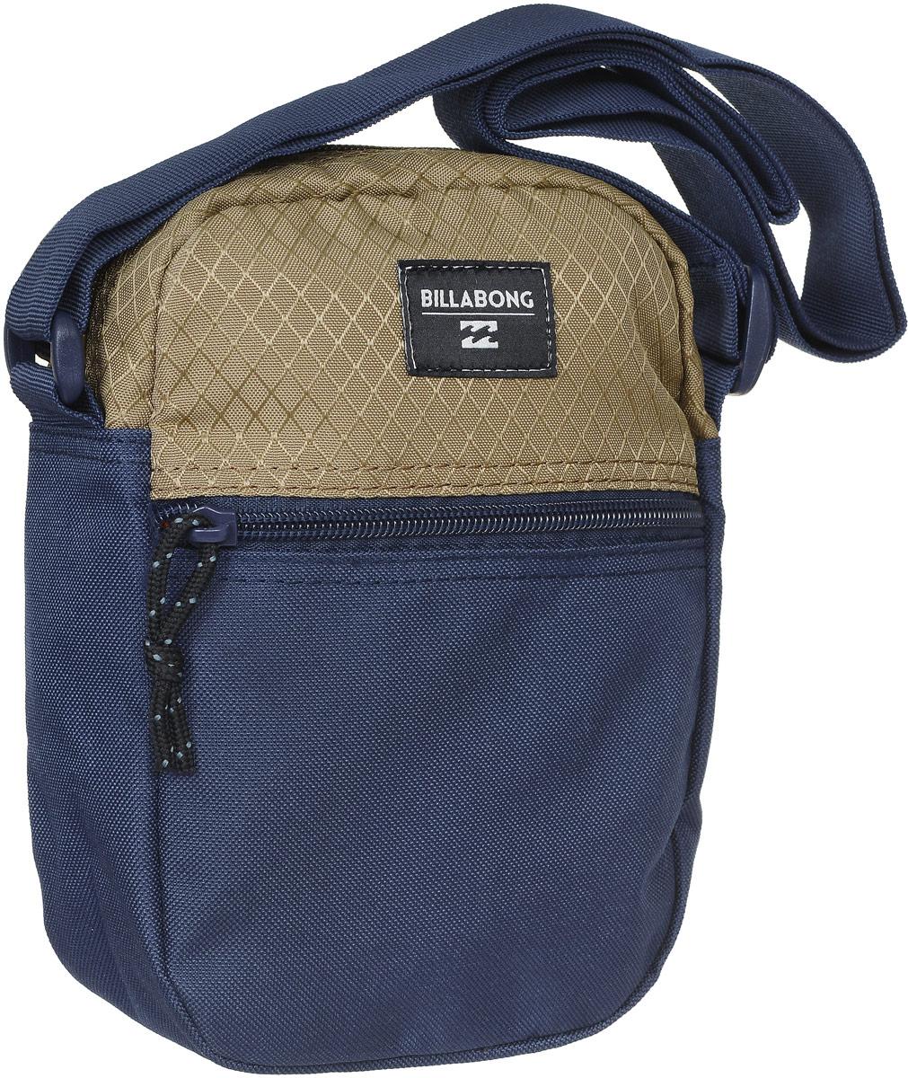 Сумка мужская Billabong, цвет: темно-синий, светлый хаки. Z5SA01Z5SA01Сумка Billabong выполнена из высококачественного плотного полиэстера и оформлена нашивкой с названием бренда. На лицевой стороне расположен вшитый карман для мелочей. Изделие закрывается на застежку-молнию. Внутри находится главное отделение, которое содержит вшитый карман на молнии для мелочей.