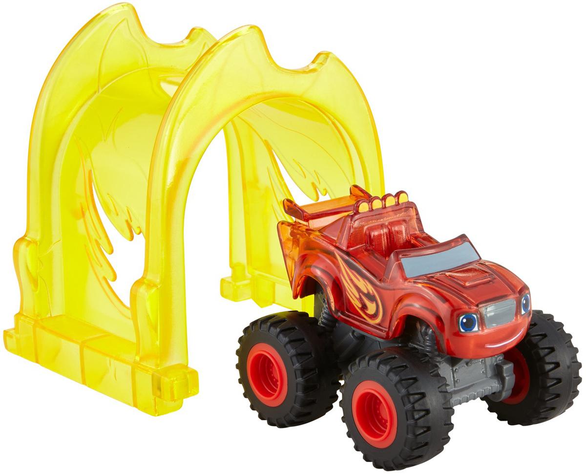 Blaze Игровой набор Световой гонщик ВспышDTV10_DTV23Кто-то выключил свет в Аксель-Сити. Вспышу и чудо-машинкам предстоит осветить тьму и спасти город. У машинок Light Rider под полупрозрачным корпусом есть подсветка, приводимая в действие движением колес. Ваш ребенок может прогонять машинку через специальный туннель из комплекта. С этим набором дети поймут принципы работы освещения. Освещение — это когда какие-то предметы освещены. Например, вы включаете свет в комнате и освещаете ее. Подсветка Light Rider — это тоже освещение! Ваш ребенок может собрать остальные машинки Light Rider и соединить вместе все туннели, чтобы создать идеальную трассу для ночных гонок!