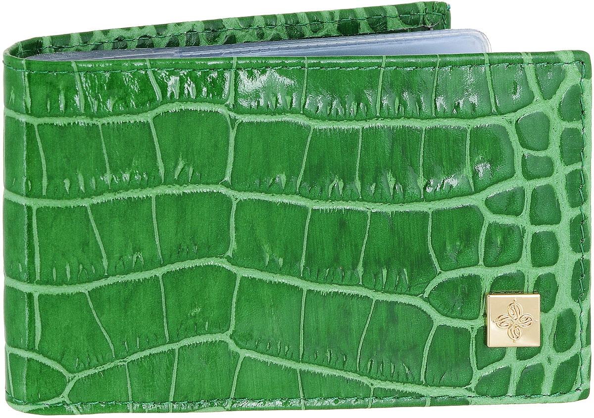 Визитница Dimanche Казино, цвет: зеленый. 984984Визитница Казино - это стильный аксессуар, который не только сохранит визитки и кредитные карты в порядке, но и, благодаря своему строгому дизайну и высокому качеству исполнения, блестяще подчеркнет тонкий вкус своего обладателя. Визитница выполнена из гладкой натуральной высококачественной кожи с декоративным тиснением и содержит внутри съемный блок из 16 прозрачных пластиковых вкладышей, рассчитанных на 32 визитки. Визитница Казино станет великолепным подарком ценителю современных практичных вещей. Визитница упакована в фирменную коробку из картона. Характеристики: Материал: натуральная кожа, пленка ПВХ, металл. Цвет: зеленый. Размер визитницы: 10 см х 7 см х 1,5 см.