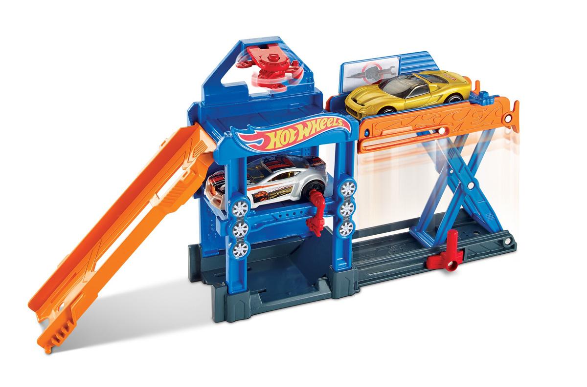 Hot Wheels Игровой набор Robo-Lift Speed ShopDWK99_DWL02Возьми веселье в дорогу с трансформирующимся игровым набором Hot Wheels . Детям понравятся узнаваемые сюжеты этих наборов, а также различные интерактивные элементы. В коллекции трансформирующихся наборов Hot Wheels есть автомойка, гараж и даже дом с привидениями! У каждого набора своя уникальность. В набор также входит одна машинка Hot Wheels. Любой набор можно соединить с другим трековым набором Hot Wheels. Дети могут коллекционировать наборы и соединять их друг с другом — веселье будет бесконечным! Каждая машинка продается отдельно. Складные наборы удобны в дороге, и их легко хранить.