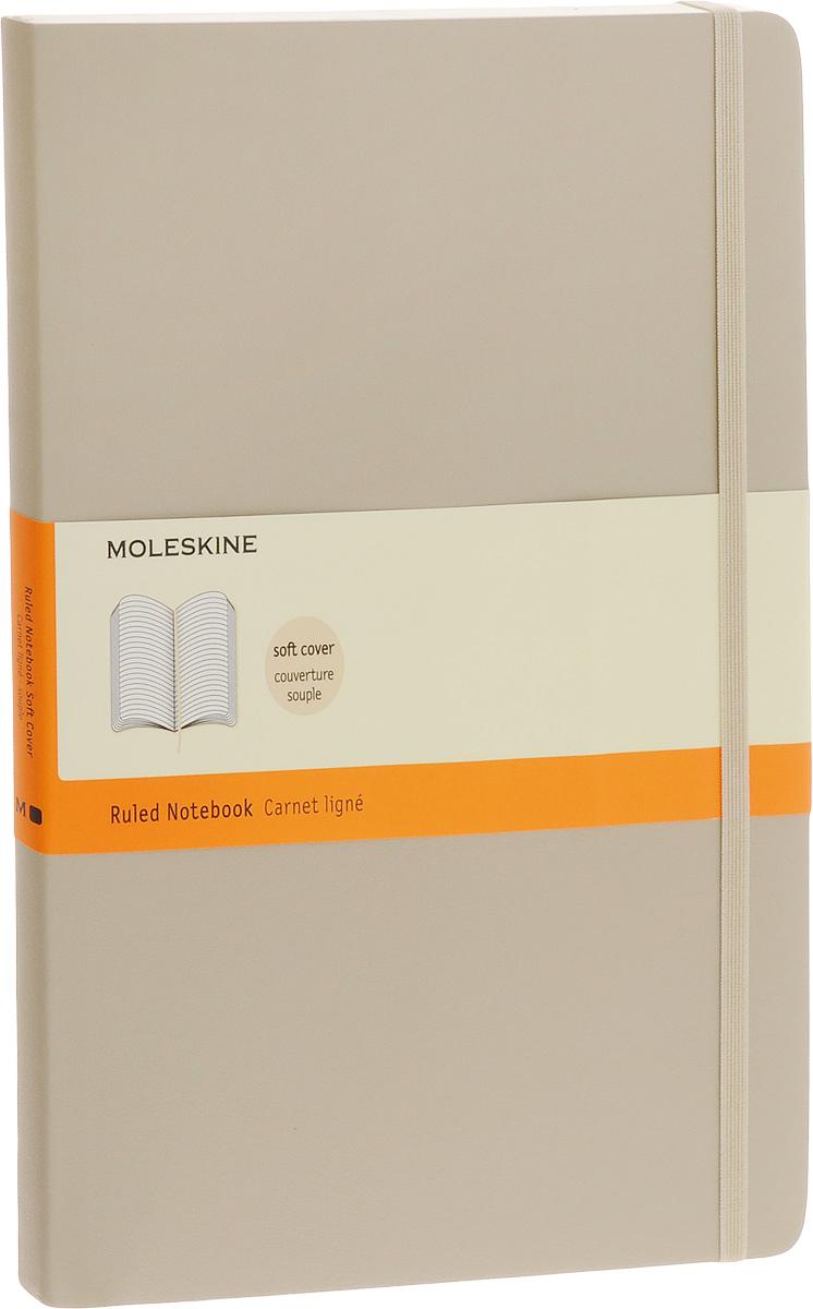 Moleskine Блокнот Classic Soft 96 листов в линейку цвет бежевый 385263385263_бежевыйБлокнот Moleskine Classic Soft - прекрасный инструмент для записи мыслей и важных заметок. Блокнот содержит 96 листов в линейку без полей. Листы прочно сшиты специальными нитками. На первом листе имеются поля для заполнения личных данных владельца. Гибкая обложка блокнота выполнена из искусственной кожи и картона. У блокнота имеется вместительный внутренний кармашек. Блокнот с закругленными углами достаточно практичен в использовании. Блокнот дополнен удобной фиксирующей резинкой и закладкой-ляссе. Вне зависимости от профессии и рода деятельности у человека часто возникает потребность сделать какие-либо заметки. Именно поэтому всегда удобно иметь под рукой блокнот для записей, особенно если вы творческая личность и постоянно генерируете новые идеи.
