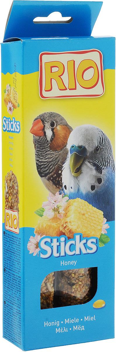 Лакомство для волнистых попугайчиков и экзотов RIO Sticks, с медом, 2 х 40 г56822Лакомство RIO Sticks с медом - это дополнительное питание для волнистых попугайчиков и экзотов. В процессе производства палочки запекают в специальных печах особым способом, это обеспечивает превосходный вкус и хрустящую консистенцию. Лакомство имеет буковый стержень, который отлично подходит для чистки клюва. В комплект входит съемный держатель. Товар сертифицирован.