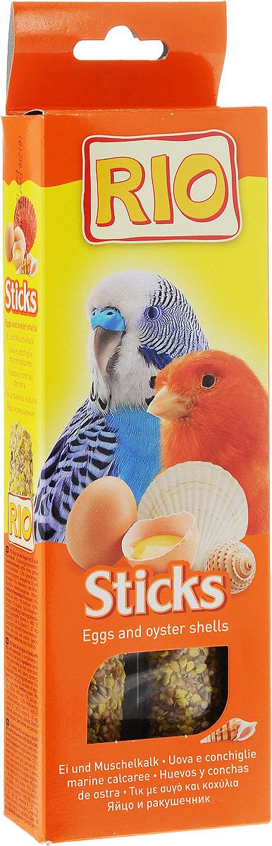 Лакомство для всех видов птиц RIO Sticks, с яйцом и ракушечником, 2 х 40 г56826Лакомство RIO Sticks с яйцом и ракушечником - это дополнительное питание для всех видов птиц. В процессе производства палочки запекают в специальных печах особым способом, это обеспечивает превосходный вкус и хрустящую консистенцию. Лакомство имеет буковый стержень, который отлично подходит для чистки клюва. В комплект входит съемный держатель. Товар сертифицирован.