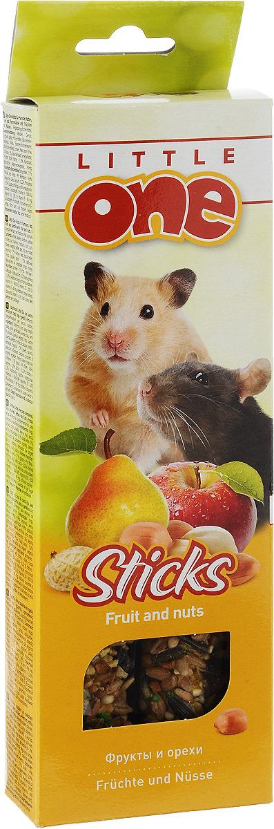 Лакомство для хомяков, крыс, мышей и песчанок Little One Sticks, с фруктами и орехами, 2 х 60 г56828Лакомство Little One Sticks с фруктами и орехами - это дополнительное питание для хомяков, крыс, мышей и песчанок. В процессе производства палочки запекают в специальных печах особым способом, это обеспечивает превосходный вкус и хрустящую консистенцию. Лакомство имеет буковый стержень, который отлично подходит для стачивания зубов. В комплект входит съемный держатель. Товар сертифицирован.