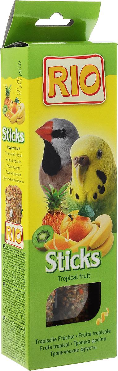 Лакомство для волнистых попугайчиков и экзотов RIO Sticks, с тропическими фруктами, 2 х 40 г56821Лакомство RIO Sticks с тропическими фруктами - это дополнительное питание для волнистых попугайчиков и экзотов. В процессе производства палочки запекают в специальных печах особым способом, это обеспечивает превосходный вкус и хрустящую консистенцию. Лакомство имеет буковый стержень, который отлично подходит для чистки клюва. В комплект входит съемный держатель. Товар сертифицирован.