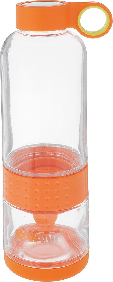 Бутылка для приготовления сока и смузи VANI, 650 млVL1Бутылка для приготовления сока и смузи VANI состоит из двух частей, которые соединены пластиковой вставкой для отжима цитрусовых. Дно бутылки защищено силиконовой съемной накладкой. Пластиковая крышка с нержавеющей сталью имеет удобное кольцо для переноски. Бутылка сделана из высококачественного упрочненного стекла, способна выдержать температуру от -20 до +100° C. Лимон можно отжимать тремя способами: 1. Отсоединить нижнюю часть бутылки, закрутить на ней острием верх насадку и отжать необходимое количество сока из фрукта. Потом закрутить нижнюю и верхнюю часть бутылки, залить чистой питьевой водой. 2. Отсоединить верхнюю часть бутылки, поставить ее на крышку, залить чистой питьевой водой. Закрепить сверху острием вверх насадку и отжать необходимое количество сока. Не переворачивая, закрутить нижнюю часть к верхней. 3.Отсоединить нижнюю часть бутылки, поместить половинку лимона в нижнюю часть, соединить верхнюю и нижнюю...