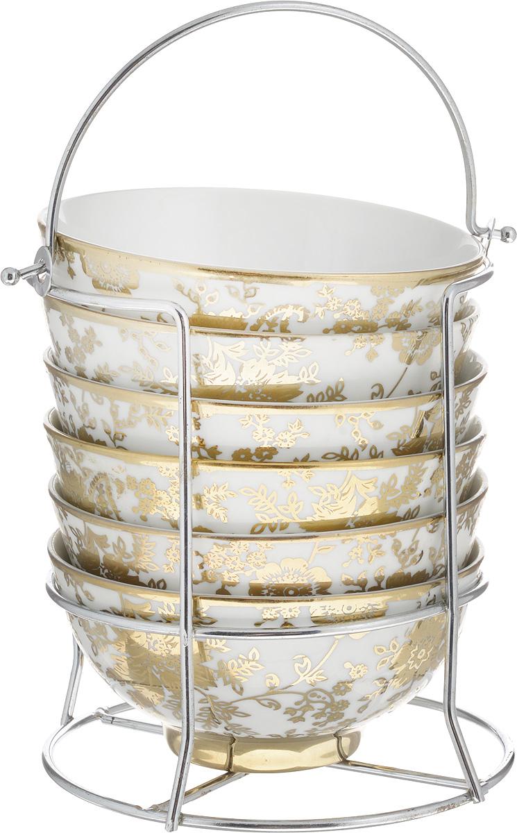 Набор салатников Loraine, на подставке, 250 мл, 7 предметов4225Набор Loraine состоит из подставки и шести круглых салатников, выполненных из высококачественной экологически чистой керамики. Внешние стенки салатников оформлены рисунком в виде цветов. Подставка, выполненная из высококачественного металла, оснащена ручкой. Набор Loraine прекрасно подойдет для сервировки различных блюд. Яркий дизайн украсит стол и порадует вас и ваших гостей. Объем салатника: 250 мл. Диаметр салатника: 11,5 см. Высота салатника: 6 см. Размер подставки (без учета ручки): 11,5 х 14 х 14 см. Размер подставки (с учетом ручки): 11,5 х 14 х 19,5 см.