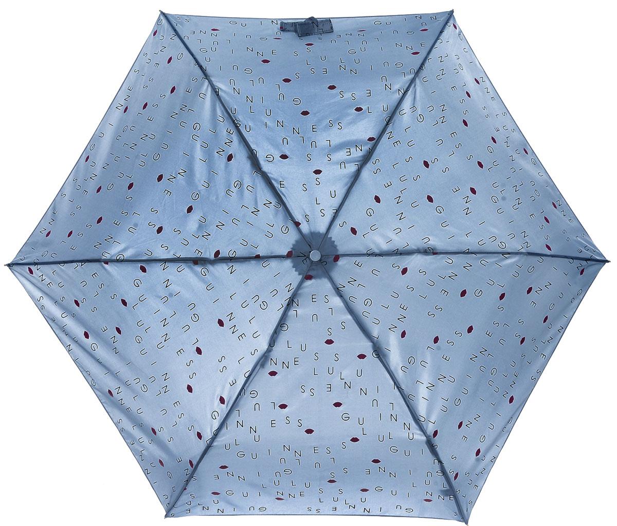 Зонт женский Lulu Guinness Superslim, механический, 3 сложения, цвет: серо-голубой, черный, розовый. L718-3179L718-3179 LuluLettersMistBlueСтильный механический зонт Lulu Guinness Superslim в 3 сложения даже в ненастную погоду позволит вам оставаться элегантной. Облегченный каркас зонта выполнен из 6 спиц из фибергласса и алюминия, стержень также изготовлен из алюминия, удобная рукоятка - из пластика. Купол зонта выполнен из прочного полиэстера=. В закрытом виде застегивается хлястиком на кнопке. Яркий оригинальный в виде надписей и изображения губ поднимет настроение в дождливый день. Зонт механического сложения: купол открывается и закрывается вручную до характерного щелчка. На рукоятке для удобства есть небольшой шнурок, позволяющий надеть зонт на руку тогда, когда это будет необходимо. К зонту прилагается чехол, который дополнительно застегивается на липучку, с небольшой нашивкой с названием бренда. Такой зонт компактно располагается в кармане, сумочке, дверке автомобиля.