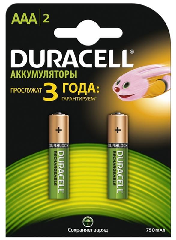 Набор аккумуляторов Duracell, AAA NiMH 750 mAh, 2 штDRC-81472315Никель-металлгидридные аккумуляторы Duracell - идеальное решение для цифровых приборов с высоким потреблением энергии. Их основное преимущество перед другими типами аккумуляторов заключается в более продолжительном времени работы в течение одного цикла зарядки. Используя такой аккумулятор, можно не беспокоиться, что фотоаппарат разрядится или МРЗ-плеер выключится в самый неподходящий момент. Из-за эффекта памяти никель-металлогидридные элементы могут терять значительную часть своей ёмкости. Он проявляется меньше, чем в никель-кадмиевых, но все равно присутствует. Эффект памяти проявляется при многократных циклах неполного разряда и последующего заряда. В результате такой эксплуатации аккумулятор запоминает всё меньшую нижнюю границу разряда, из-за чего уменьшается ёмкость. Часть активной массы аккумуляторной батареи выпадает из процесса. Для устранения этого эффекта рекомендуется регулярно проводить восстановление или тренировку аккумуляторов. ...
