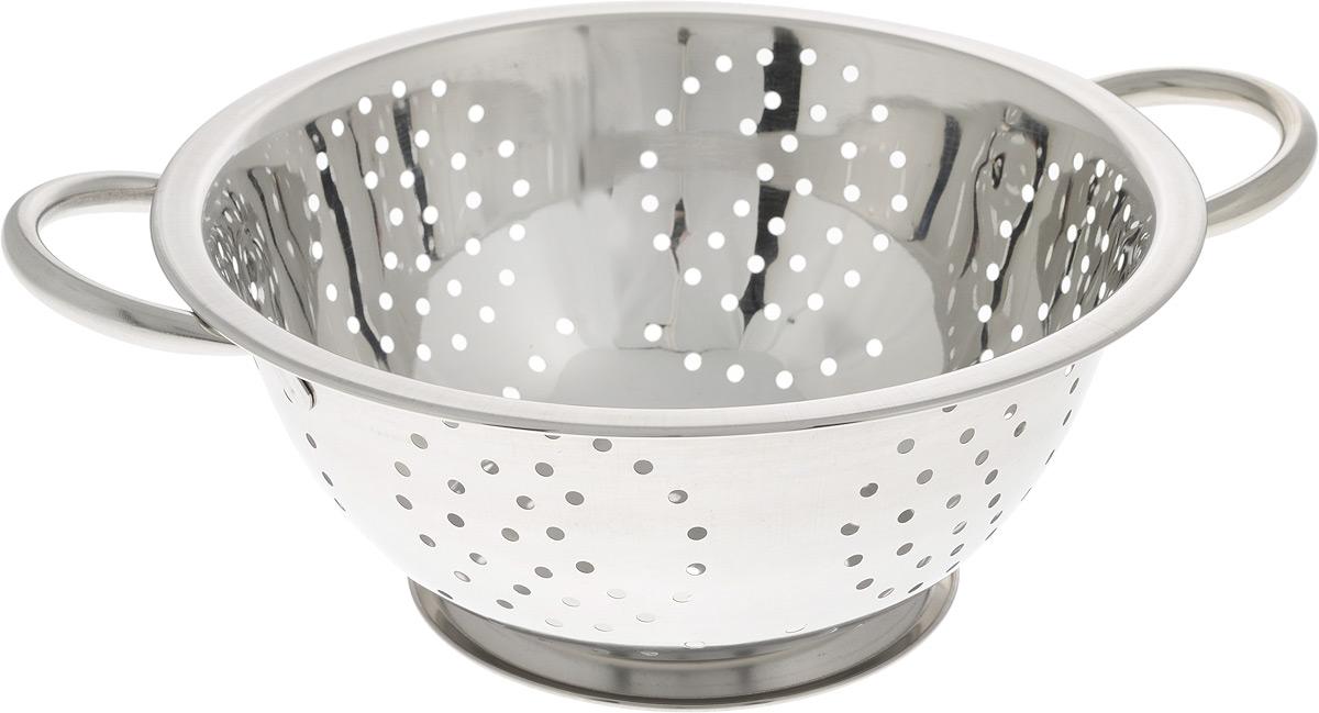 Дуршлаг SSW, диаметр 24 см480624Дуршлаг SSW, изготовленный из высококачественного металла, станет полезным приобретением для вашей кухни. Он предназначен для сливания жидкости, например, после варки макаронных изделий, круп или картофеля. Также дуршлаг используется для мытья и промывания ягод, грибов, мелких фруктов и овощей. Дуршлаг оснащен устойчивым основанием и удобными ручками по бокам. Диаметр (по верхнему краю): 24 см. Ширина (с учетом ручек): 30,5 см. Диаметр основания: 13 см. Высота: 10 см.