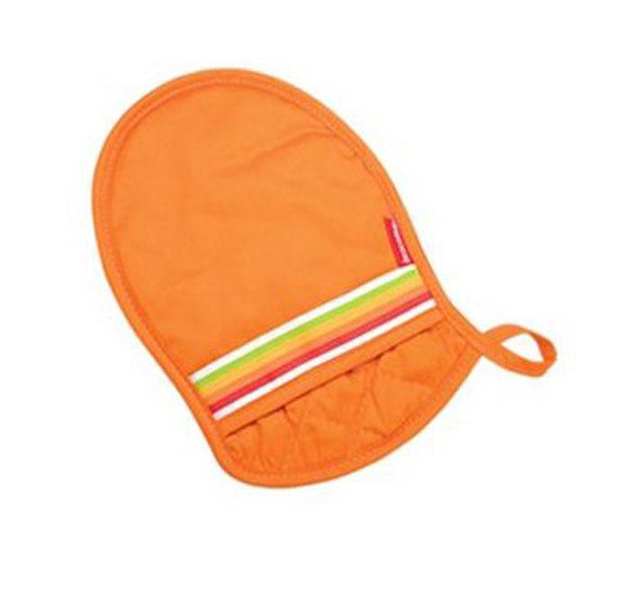 Прихватка Tescoma Presto Tone, цвет: оранжевый. 639758639758Жаростойкая прихватка с противоскользящей поверхностью для безопасного обращения с горячей посуды. Изготовлена из 100% хлопка и термостойкого силикона, с ушком и магнитом для простоты хранения. Материал: хлопок, силикон