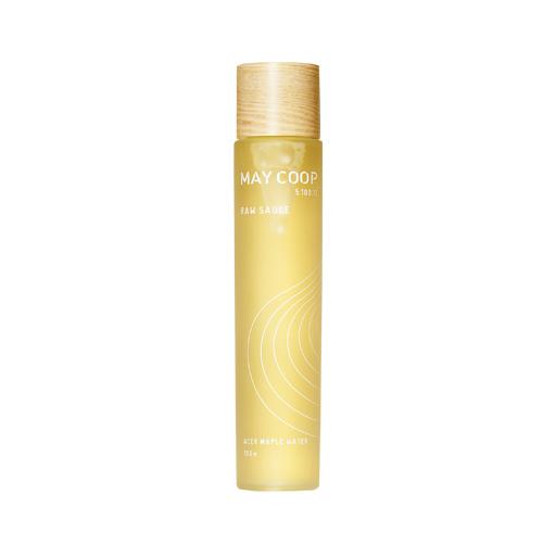 May Coop Эссенция омолаживает, придает сияние коже, насыщает полезными микроэлементами кожу Raw Sauce 40 мл02022Суперувлажняющая эссенция используется после умывания, подготавливая кожу для нанесения последующих средств и усиливая их действие, а также насыщая полезными витаминами и микроэлементами. Уникальная формула на 93% состоит из весеннего сока кленового дерева, молекулы которого обладают способностью глубоко проникать в кожу, достигая эффекта ревитализации и насыщения влагой. В состав вошли редкие азиатские экстракты фруктов и растений, фруктан и другие компоненты премиум качества, поддерживающие молодость и красоту кожи. Придает мягкость, гладкость и исключительное сияние.