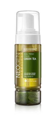 Neogen Dermalogy Пенка для умывания с листьями зеленого чая сужает поры,тонизирует и успокаивает кожу Real Fresh Foam Green Tea 160г44179Созданная по уникальной технологии, пенка для умывания маскимально обогащена полезными компонентами, обеспечивая качественное и бережное очищение кожи. Обладая натуральным составом, идеально подходит для ежедневного ухода, поддерживая кожу увлажненной и смягченной. Формула с ферментированным экстрактом зеленого чая направлена на успокаивающее, поросуживающее и тонизирующее действие. Инновационная рецептура содержит в основе сок зеленого чая вместо обычной воды, а также включает комплекс растительных экстрактов, гиалуроновую кислоту и другие ухаживающие высококачественные компоненты. Не содержит парабены, сульфаты, минеральное масло и другие потенциально опасные ингредиенты. Подходит для всех типов кожи, в том числе чувствительной.
