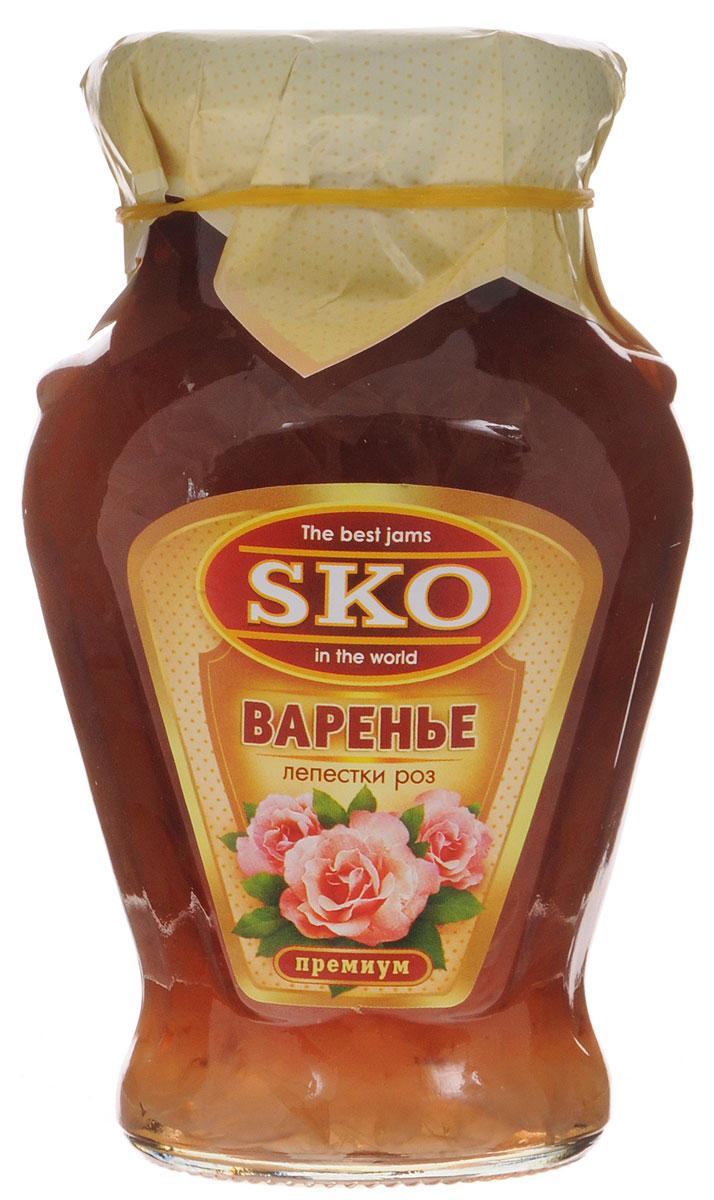 SKO варенье из лепестков роз, 400 г11011Варенье из лепестков роз SKO - армянское варенье, приготовленное по домашним рецептам и современным технологиям, не содержит пектина. Варенье может использоваться для приготовления пирогов, тортов и других разнообразных десертов, а также в качестве самостоятельного лакомства. Варенье из лепестков роз - наглядное доказательство того, что цветы могут быть не только очень красивыми, но и очень вкусными. Варенье из лепестков роз заряжает энергией, лечит легкие, насыщает организм витаминами и минералами. Также оно полезно при очищении организма от шлаков и вредных веществ.