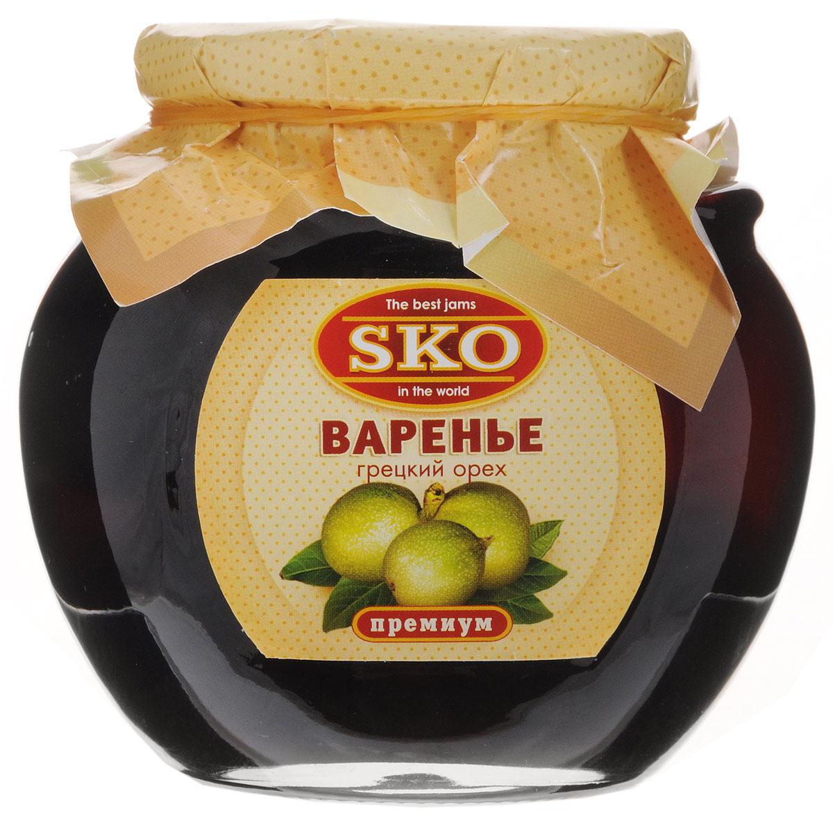 SKO варенье из грецких орехов, 400 г11005Варенье SKO приготовлено по-домашнему рецепту и современным технологиям. Может использоваться для приготовления пирогов, тортов и других разнообразных десертов, а также в качестве самостоятельного лакомства. Варенье из зеленых грецких орехов по праву считают королем варенья. Оно поможет тем, кто часто мучается от головной боли или боли в зубах. Можно употреблять его и при простудных заболеваниях, при усталости, переутомлении, слабости в мышцах, апатии. Улучшает пищеварение, помогает избавиться от глистов, нормализует выработку желудочного сока и помогает избавиться от запоров, благодаря своим слабительным свойствам.