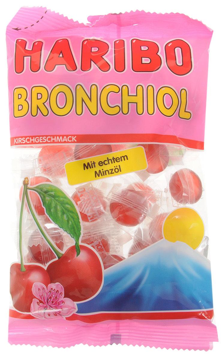 Haribo Bronchiol вишня-ментол жевательные конфеты, 100 г37372В состав Haribo Bronchiol входит ментоловое масло, которое обладает не только хорошо выраженными лечебными свойствами, но прекрасно освежает дыхание. Вишневый сок в каждой конфете смягчает и подчеркивает ментоловую свежесть. Индивидуальная упаковка каждой из конфет позволяет сохранить насыщенный вкус и свежесть в течение многих месяцев, вне зависимости от того, когда вы откроете упаковку. Haribo Bronchiol сделает ваше дыхание глубоким и свежим, нежно избавив от кашля. Уважаемые клиенты! Обращаем ваше внимание, что полный перечень состава продукта представлен на дополнительном изображении.