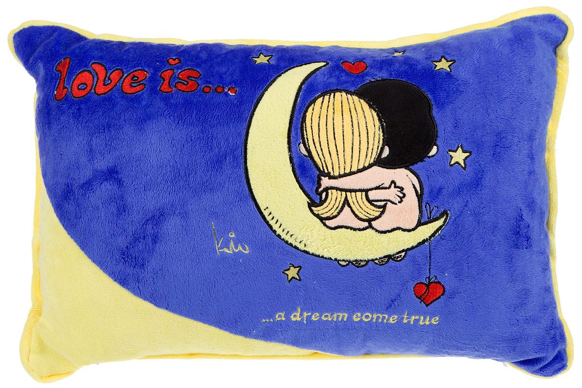 Maxi Toys Подушка Love Is цвет синий желтыйMT-SUT101404Яркая и оригинальная подушка Maxi Toys Love Is станет отличным аксессуаром к интерьеру любой детской комнаты! Подушка украшена принтом с изображением героев комикса новозеландской художницы Ким Касали Love Is, известным у нас в стране по вкладышам одноименной жевательной резинки. Мягкую подушку можно взять с собой в путешествие - в самолете и автомобиле положить ее под голову во время отдыха. Размер подушки: 36 см х 25 см х 10 см.