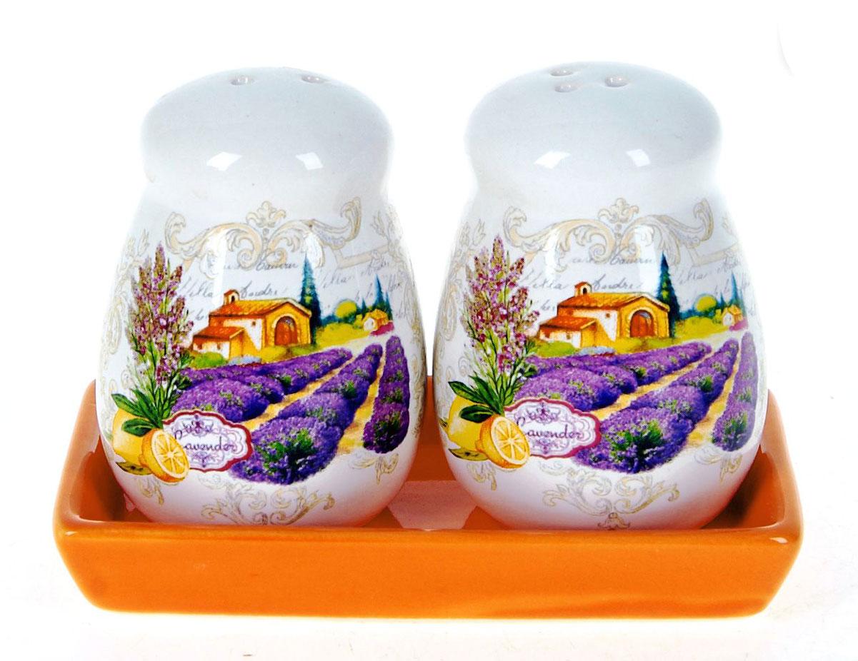 Набор для специй Polystar Прованс, 3 предметаL2430739Набор для специй состоящий из солонки и перечницы, на керамической подставке, изготовлен из высококачественной керамики. Изделия украшены оригинальными рисунками. Солонка и перечница легки в использовании: стоит только перевернуть емкости, и вы с легкостью сможете поперчить или добавить соль по вкусу в любое блюдо. Дизайн, эстетичность и функциональность набора позволят ему стать достойным дополнением к кухонному инвентарю.