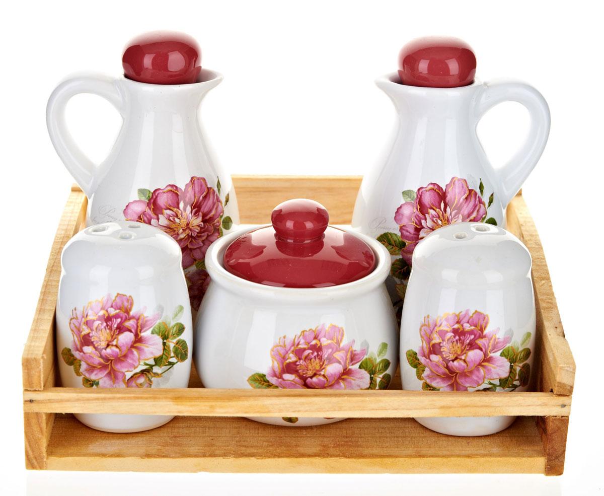 Набор для специй Polystar Райский сад, 6 предметовL2520378Набор Райский сад состоит из двух соусников, перечницы, солонки, сахарницы и подставки. Предметы набора изготовлены из доломитовой керамики и декорированы изображением цветов. Оригинальный дизайн, эстетичность и функциональность набора позволят ему стать достойным дополнением к кухонному инвентарю. Можно мыть в посудомоечной машине на минимальной температуре
