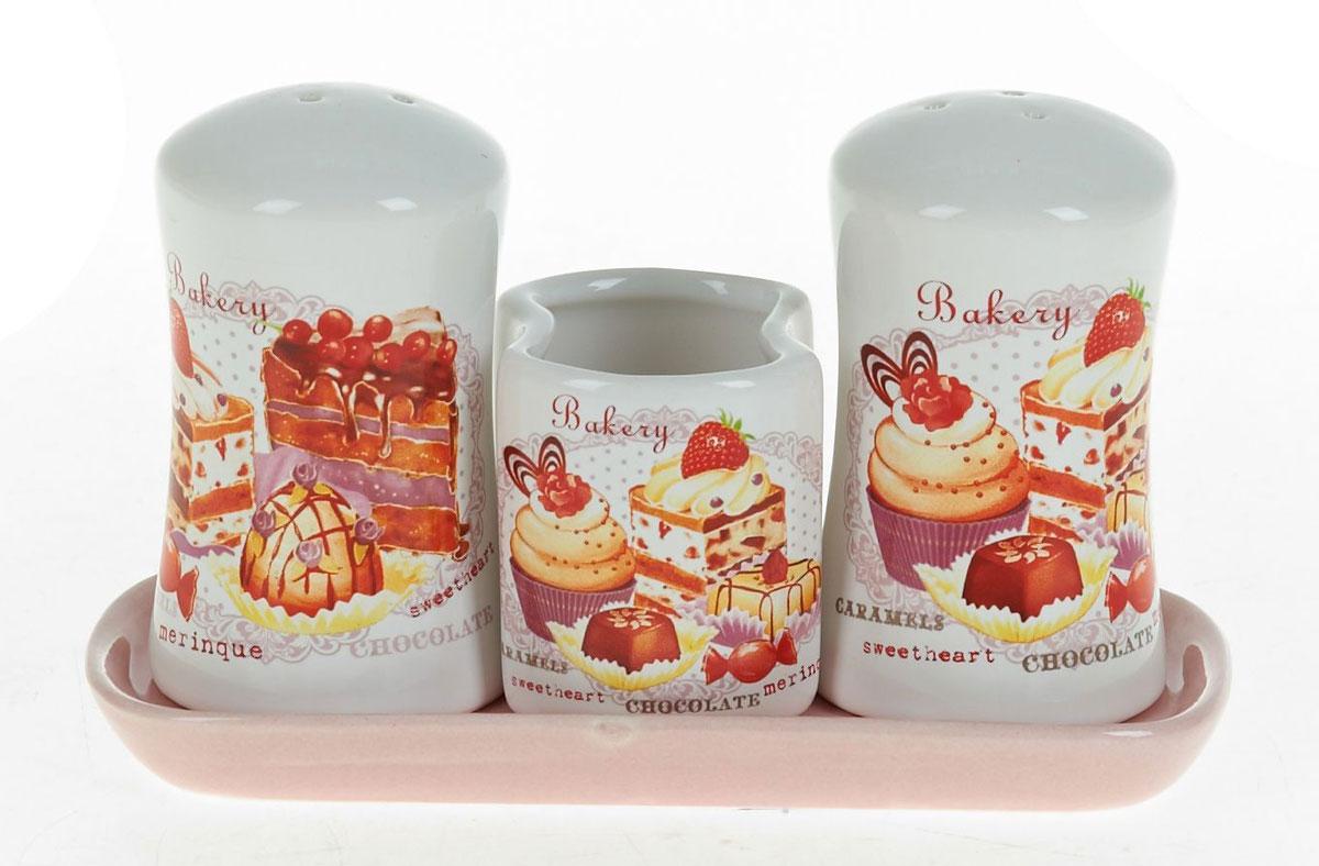 Набор для специй Polystar Бисквит, 3 предметаL3170216Набор для специй Бисквит, состоящий из солонки, перечницы и подставки для зубочисток, изготовлен из высококачественной керамики. Изделия украшены оригинальными рисунками. Солонка и перечница легки в использовании. Размер набора: 15,5 x 6,5 x 9,5 см.