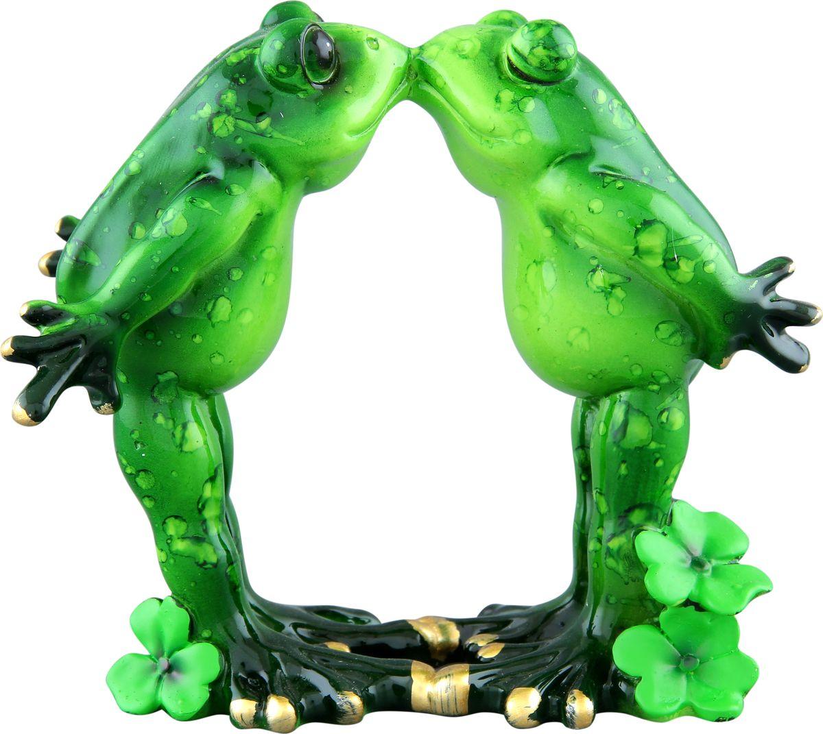 Фигурка декоративная Elan Gallery Влюбленные лягушки, 12,5 х 6,8 х 11 см870070Декоративные фигурки - это отличный способ разнообразить внутреннее убранство дома, частичка вашей индивидуальности в облике жилища!