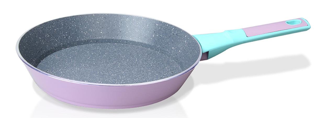 Сковорода Fissman Bora Bora, с антипригарным покрытием. Диаметр 24 смAL-4439.24Сковорода Fissman Bora Bora изготовлена из алюминия с многослойным сверхпрочным антипригарным покрытием TouchStone, состоящим из нескольких слоев натуральной каменной крошки на основе минеральных компонентов. Первый слой улучшает сцепление покрытия с металлом, второй слой - грунтовый, третий слой - более прочное покрытие на основе минеральных компонентов, четвертый слой - высокопрочное антипригарное покрытие, усиленное вкраплением каменных частиц, пятый дополнительный антипригарный слой с керамическими частицами. Такое покрытие безопасно для здоровья человека и не вредит окружающей среде. Индукционное дно сковороды равномерно прогревается, что позволяет готовить продукты за более короткое время. Удобная мягкая ручка, выполненная из бакелита, не скользит в мокрых руках и не нагревается в процессе приготовления. Подходит для газовых, электрических, стеклокерамических, индукционных плит. Можно мыть в посудомоечной машине. Высота стенок: 4,5 см. Длина...