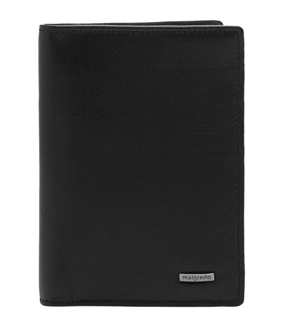 Обложка для документов Malgrado, цвет: черный. 54019-3-55D54019-3-55D Black Обложка Для Паспорта MalgradoСтильная обложка для документов Malgrado, выполненная из натуральной кожи черного цвета, несомненно, понравится любому мужчине. Обложка может послужить как для хранения автодокументов, так и паспорта. Внутри содержится съемный блок из шести прозрачных файлов для автодокументов. Также имеется 5 кармашков для визиток и пластиковых карт. Обложка поможет сохранить внешний вид ваших документов и защитит их от повреждений, а также станет стильным аксессуаром, который подчеркнет ваш образ. Обложка упакована в подарочную коробку синего цвета с логотипом фирмы. Характеристики: Материал: натуральная кожа, пластик. Цвет: черный. Размер обложки: 9,5 см х 13,7 см. Размер упаковки: 16 см х 11,5 см х 3 см. Артикул: 54019-3-55D.