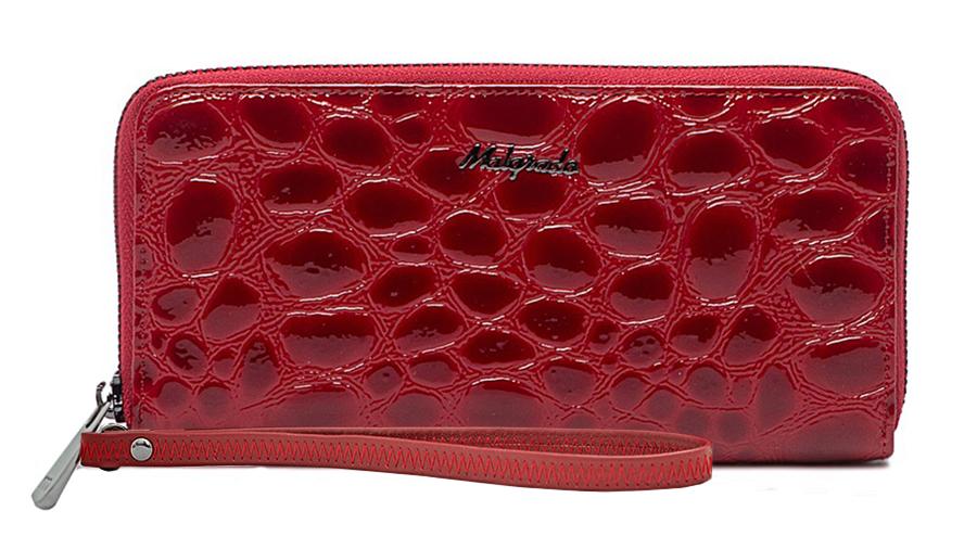 Клатч-кошелек женский Malgrado, цвет: красный. 73005-38402#73005-38402#Стильный кошелек Malgrado изготовлен из натуральной кожи красного цвета с декоративным тиснением под рептилию и вмещает в себя купюры в развернутом виде в полную длину. Кошелек закрывается на металлическую молнию. Имеет внутри три отделения для купюр, два глубоких кармана для бумаг, восемь кармашков для кредитных карт и отделение для мелочи на застежке-молнии. В комплекте ремешок для запястья, крепящийся на кнопку-клапан. Кошелек упакован в подарочную металлическую коробку с логотипом фирмы. Такой кошелек станет замечательным подарком человеку, ценящему качественные и практичные вещи. Характеристики: Материал: натуральная кожа, текстиль, металл. Размер кошелька: 18,5 см х 9 см х 2,5 см. Размер ремешка: 16,5 см х 1 см х 0,5 см. Цвет: красный. Размер упаковки: 23 см х 13 см х 5 см. Артикул: 73005-38402#.