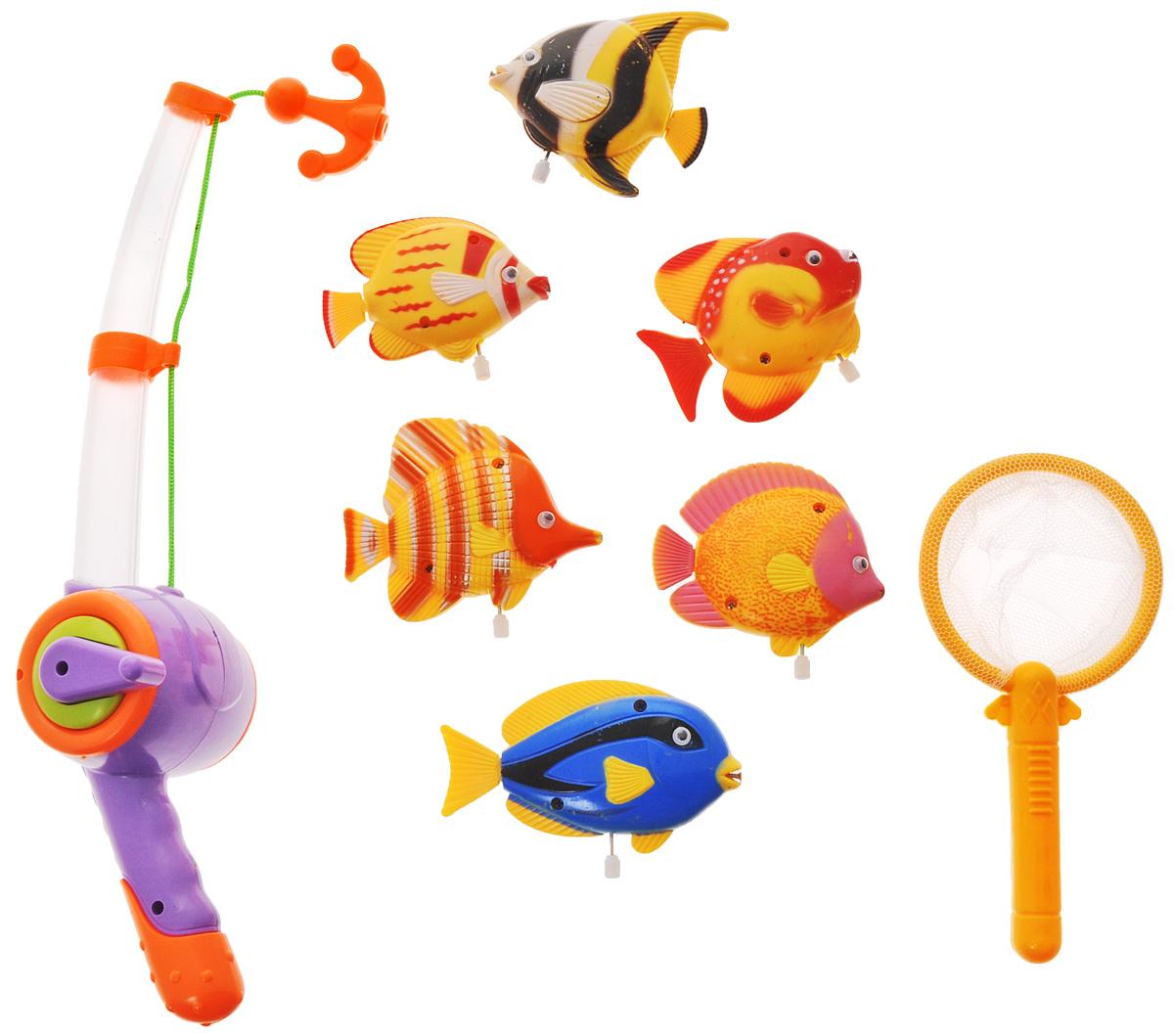Играем вместе Игрушка для ванной Рыбалка Маша и Медведь цвет удочки фиолетовый оранжевыйB803208-R2_фиолетовый, оранжевыйИгрушка для ванной Играем вместе Рыбалка. Маша и Медведь - вот это настоящая забава половить рыбку вместе с любимыми героями! Теперь процесс купания станет для ребенка еще интереснее: ведь он с Машей и Медведем из полюбившегося всем мультфильма едет на рыбалку. Используя специальную удочку с веревкой, на конце которой располагается крючок, необходимо поймать больше и быстрее всех ярких представителей подводной жизни. Удочка светится и проигрывает песенку Маши. Для того чтобы удочка начала светиться и звучать, необходимо нажать на кнопку. Игра отлично подходит для развития мелкой моторики. Для работы игрушки необходимы 3 батарейки напряжением 1,5 V типа AG13 (входят в комплект).